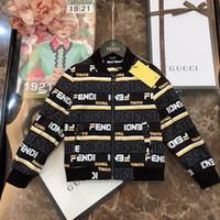 kinder jungen tragen großhandel-Junge Jacke Kinder Designer Kleidung Herbst Baumwolle Jacke verschleißfesten und antistatischen Stoff Mode Brief gedruckt Jacke Größe 100 * 150cm