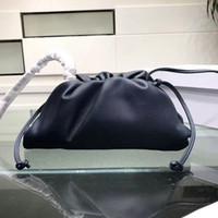 bayanlar moda küçük çantalar toptan satış-2019 Hakiki Üst Kalite Desinger Kılıfı Yumuşak Dana derisi Bayanlar Küçük Debriyaj Çanta El Moda crossbody kadınlar Bulut Çanta