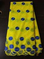 telas de encaje amarillo voile suizo al por mayor-5 Yds / pc Precioso bordado amarillo de tela de algodón africano y diseño de flores azules encaje suizo voile para ropa BC151-3
