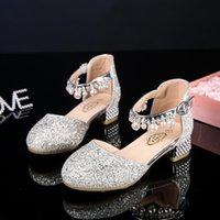 topuk ayakkabıları kız çocukları toptan satış-Kızlar Çiçek Casual Glitter Çocuklar Yüksek topuk Girls Ayakkabı Pembe Gümüş sandalet Çocuklar için Prenses Çocuk Deri Ayakkabı