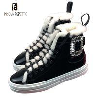 sapatos de patente de couro neve venda por atacado-Prova Perfetto strass fivela decoração mulheres botas de neve lace up dedo do pé redondo quente de pelúcia apartamentos de couro de patente sapatos de inverno camurça