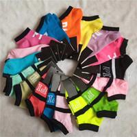 ingrosso calzini in cotone nero per le ragazze-10 Calze alla caviglia nere rosa di Parigi Carrozze sportive Cheerleaders Calze corte bianche calze di cotone per le donne Calze sportive con le etichette