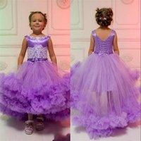 lila kaskadierende blumen großhandel-Adorable Purple Girl Pageant Kleider Cascading Tüll Tutu Rüschen Applikationen Perlen Gürtel mit Schnürung Zurück High Low Blumenmädchen Kleid