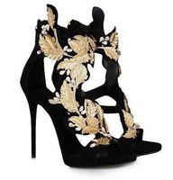 sandalias de tacón de tiras de oro al por mayor-Summer Golden Wings Leaf Vestido de tiras Sandalias Plata Oro Gladiador Tacones altos Recortes Zapatos Mujer Metálico Winged Sandals