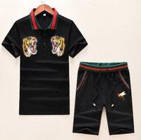 nouveau costume de tigre achat en gros de-2019 nouveau designer été vêtements pour hommes polo brodé tiger bee abeille cou rouge rayé Survêtements t-shirt shorts chemise culotte costume costume de sport tee