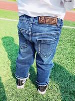 çocuk kot pantolon toptan satış-Ücretsiz kargo 2019 Moda Çocuk Jeans Boys / Kızlar için sıcak satış Stil Moda Denim Pantolon Pamuklu Pantolon çocuk Kot