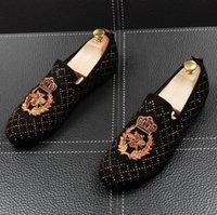 wedding shoes western style 도매-새로운 스타일 서양식 핸드 메이드 고급스러운 자수 남자 벨벳 신발 편안한 비즈니스 남자 결혼식 신발 W151