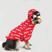 freie verschiffenhund kapuzenpullis großhandel-Fashion Marke Pet Kleidung Teddy Welpen Schnauzer Red Hoodies Kleidung Voll Sup Printed Herbst Hundebedarf Kostenloser Versand