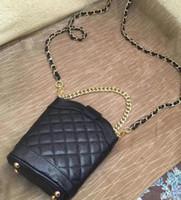 bolsa de caviar acolchada al por mayor-2019 Nueva bolsa de caviar de cadena acolchada Bolsa de teléfono pequeña funda de hombro 2 cadenas bolsa de moda Funda de mano de patrón caliente de PU