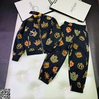 casual jacke stoff großhandel-Junge Jacke setzt Kinder Designer-Kleidung mit bedruckten Jacke + Freizeithosen 2 Stück gestreiften Faden Herbst Windschutz Stoff Jacke Sets bedeckt