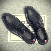casamento maduro venda por atacado-Luxo New fashion homem maduro sapatos de couro homem de negócios vestido de negócios sapatos respirável Apontou toe slip on Brogue MB-07