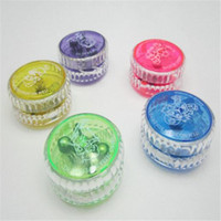ingrosso accendere yoyo-Light up Finger Spinning Toys for Kids YOYO cinese professionale LED di plastica LED Trick Ball Toy per bambini Giochi per adulti Novità Regali