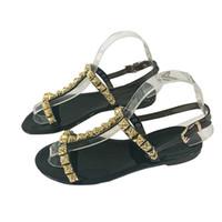 ingrosso flip flop di brevetto-Sandali da donna Sandali da donna in pelle verniciata di alta qualità Pantofole da spiaggia per il tempo libero di design rivetto Sandali infradito sexy Q-171