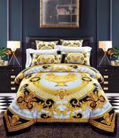 ingrosso set giallo blu comforter set-Biancheria da letto di lusso in stile europeo di moda in stile europeo Letto di moda Queen Size Copripiumino Letto Gonna Federe Brand Design Lettera V Biancheria da letto