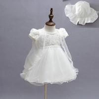 şeffaf giyinmiş kızlar toptan satış-Yenidoğan Kızlar Prenses Elbise Seti Hollow Katı Geri Yay Vaftiz Elbisesi Çocuklar Giysi Tasarımcısı Dantel Şeffaf Hırka Beyaz Inci Şapka