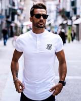 camiseta blanca con botones al por mayor-Hombres Marca Moda Verano Kanye West Sik Seda Hombres Casual Hip Hop Botón de corte irregular Manga corta Camisetas Negro Blanco Verde Q1904020