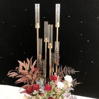 ingrosso pillars props-Vasi di fiori 8 teste Portacandele fondali Strada Oggetti di scena da tavolo Centrotavola Supporto in metallo dorato Pilastro Candeliere per candelabri matrimonio