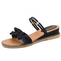 sandalia de encaje nuevo coreano al por mayor-Vistiendo una zapatilla de verano femenino nuevo encaje salvaje coreano sandalias de viento de hadas dos con zapatos de cuña