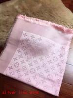 hilo de calidad al por mayor-Diseño de moda womans con hilo plateado Bufandas Bufandas de alta calidad Classic Ladies Wrap bufandas 140x140cm para Mujeres sin caja AT101