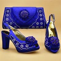 damen blaue farbe pumpen großhandel-Neueste blaue Farbe italienische Damen Schuh und Tasche Set mit Strass Mathcing Schuhe und Tasche Set für Hochzeit Italien Schuhe dekoriert