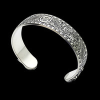 2020 new Stainless steel G-letter carved tiger head wide face open Bangle couple foreign trade sub gold version carved pattern love Bangle