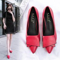 zapatos de trabajo para mujer tacones al por mayor-2019 señoras de la venta caliente puntiagudo zapatos Europa y América moda salvaje zapatos de tacón bajo de las mujeres trabajo simple y ocio solos zapatos