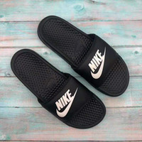 Wholesale high fashion womens sandals resale online - 03 High Quality Designer Mens Womens Summer Rubber Sandals Beach Slide Fashion Scuffs Slippers Indoor Shoes