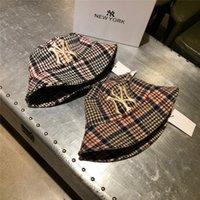sombreros del cubo del vintage al por mayor-Vintage estilo de cubo sombreros de moda de la tela escocesa Sombreros de invierno para las mujeres High Street Hombres casquillos de moda Headwear