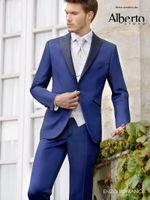 corbata de raso azul al por mayor-Moda Royal Blue Satin Groom Tuxedos Slim Fit Groomsmen para hombre Vestido de novia Excelente hombre chaqueta Blazer Traje de 3 piezas (chaqueta + pantalones + chaleco + corbata) 9