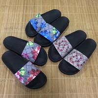 sandalias planas gruesas al por mayor-Los hombres calientes de las mujeres deslizan las sandalias del diseñador de los zapatos de lujo de la diapositiva de moda de verano ancha plana resbaladiza con sandalias gruesas zapatillas chanclas tamaño 36-45