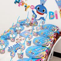 ingrosso ragazzo del partito della decorazione-2019 Baby Shark Party Supplies Bambini Festa di Compleanno Decorazione Cannucce Cup Banners Decora per Enfant Boy Girl Tema Idee Stoviglie Set A52102