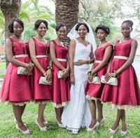 vestido de dama de honor de raso negro rodilla al por mayor-Longitud de la rodilla africana Vestidos de dama de honor con cinturón Satén más tamaños Vestido de dama de honor Vestidos de boda para niñas negras Una línea barata