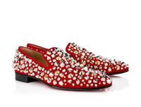 zapatos de vestir de gamuza negro de los hombres al por mayor-Mocasines de hombre Zapatos con fondo rojo con pinchos Vestido Weddng Rollerboy Spikes Flat Studded Black Blue Red Suede Hombres Slip on Fashion Bussines Shoe