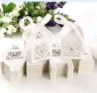 bomboniler için kutular toptan satış-Pembe Aşk Kalp Lazer Kesim Şeker Hediye Kutuları Çikolata Hediye Kutuları Kurdele ile Gelin Doğum Günü Bomboniere kutusu ülke düğün hediyeleri hediyelik eşya