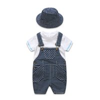 erkek çocuklar için yenidoğan yaz şapkaları toptan satış-2019 Yaz yenidoğan erkek bebek giysileri Bebek Kıyafetleri çocuklar tasarımcı Giysi 3 adet / takım beyaz T-shirt + askı pantolon + şapka boys setleri A2617