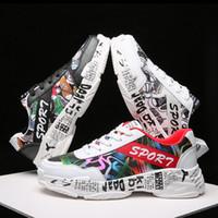 check out 68e9f 1cc88 Karikatur-Gekritzel-männliche Freizeit-Schuhe-Schwarz-Weiß-rote Art- und  Weisefarben-niedrige Spitze schnüren sich oben beiläufige Schuhe der Männer