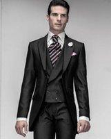 veste de costume noir brillant achat en gros de-Nouveau Noir Brillant Un Bouton Marié Tuxedos Peak Revers Mens Blazer Vêtements De Mariage De Costume De Bal (Veste + Pantalon + Gilet) XF216