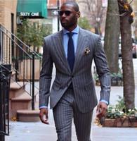 esmoquin rayado al por mayor-2019 nuevo traje para hombre por encargo 2pcs traje de rayas de los hombres grises sastre solo Breasted Pin raya Tux Business Wedding Tuxedos (chaqueta + pantalones)