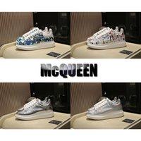zapatos de mujer de moda de plata al por mayor-Zapatillas de deporte de diseño Graffiti Silver Los amantes del lujo de la mejor calidad Fashion Runway Zapatos de plataforma de cuero genuino Zapatos casuales planos para hombre Mujer