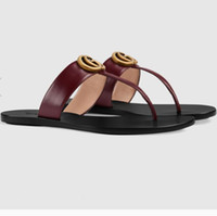 sandalias de tiras chicas al por mayor-Cuero de las mujeres calificadas Colorido Sandalia de la correa de la señora de la moda Metálico de cuero de oro Doble Hardware Suela de cuero City Girl Flip Flop