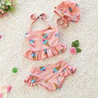 üç çocuk kız bikini toptan satış-Çocuk Giyim Kız Mayo Üç Adet Çocuk Mayo Moda ve Çocuklar Için güzel Fırfır Mayo Bikini Bebek Kostümleri Mayo