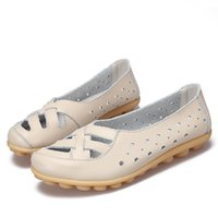 mocasines femeninos al por mayor-Sandalias de cuero genuino de las mujeres de los planos de las mujeres ahuecan hacia fuera los zapatos del verano más el tamaño del mocasín que caminan los zapatos suaves señoras calzado femenino