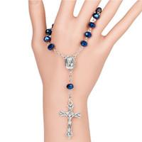 синие браслеты оптовых-Темно-синий стеклянные бусины католический одно десятилетие четки ИНРИ распятие браслет авто четки Святой почвы внутри