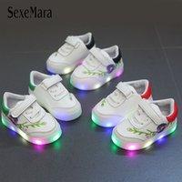 nakış ışıkları toptan satış-Kız Yumuşak Alt Prenses Sneakers Kor parıltılı Light Up 2018 Yenidoğan Çocuk Ayakkabıları Kız Nakış Flats Beyaz Sneaker B08013