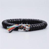 knoten armbänder silber großhandel-Tibetischer buddhistischer geflochtener Baumwollfaden Glücksknoten Silber Charm Armband natürliche Kokosnuss-Muschelperlen geschnitzt OM Mani Padme Hum