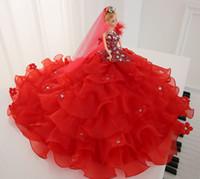 rote schwanzfedern großhandel-Tipping Star Than Wedding Dress Eine Puppe Long Tailing Rote Feder Kinder Haus Spielzeug Prinzessin Geschenk