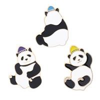 vestidos de compromiso amarillos al por mayor-Súper Lindo Big Panda Broche Pin Azul Púrpura Sombrero Amarillo Panda Personalidad Vestido de moda Sombrero Adornar El mejor regalo para los amigos