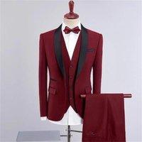 hommes blazer rouge revers noir achat en gros de-2020 Rouge Designer Hommes Costumes Costume de mariage noir Shawl Lapel smokings marié homme Vestes Blazer Trois Pièces Groomsmen Evening Prom Party Robes