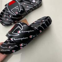 sandálias de praia unisex venda por atacado-Unisex mulas Campeões Sandals Carta Homens Mulheres Verão Chinelo não Slip falhanços Plano Sandália Praia Rain Water Bath Calçados US 5,5-10 A42508