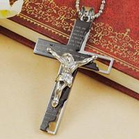 colgantes de religión al por mayor-Al por mayor-Clásica joyería Iglesia Católica Jesús de acero inoxidable collar cruzado de la religión crucifijo colgante para mujeres de los hombres Negro / oro / plata